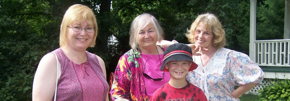 LMM's granddaughter Luella and family (with Linda)